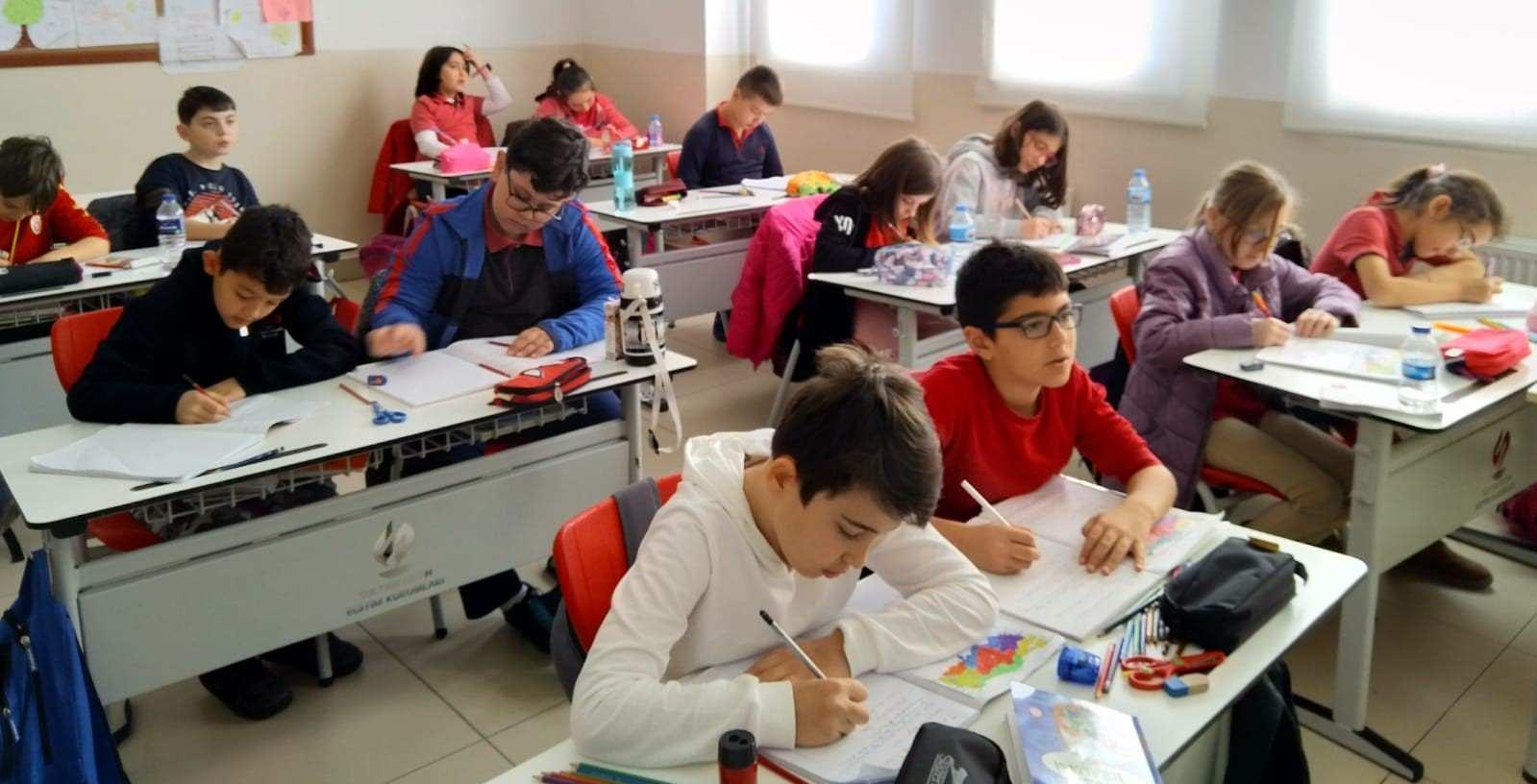 """İlkokul sınıflarımızda """"Türkiyenin coğrafi bölgeleri ve illeri"""" konulu Genel Kültür modülü etkinliği yapıldı."""